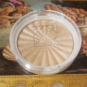 NEW OFRA Rodeo Drive Highlighter